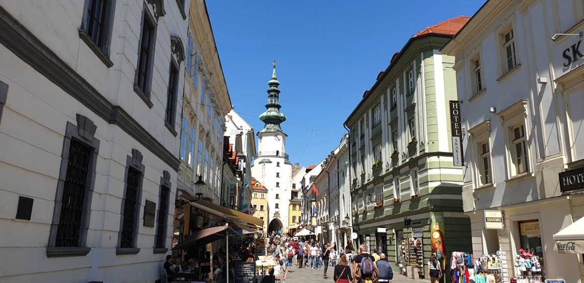 "altstadt-michaelstor-what-must-man-in-bratislava-seen-have-nicolos-travel-blog ""width ="" 1200 ""height ="" 583 ""data-wp-pid ="" 10349 ""srcset ="" https: // www. nicolos-reiseblog.de/wp-content/uploads/2019/05/altstadt-michaelstor-was-muss-man-in-bratislava-gesehen-haben-nicolos-reiseblog.jpg 1200w, https: //www.nicolos-reiseblog .com / wp-content / uploads / 2019/05 / old-city-michaelstor-wat-moet-hebben-man-in-bratislava-gezien-hebben-nicolos-reizen-blog-300x146.jpg 300w, https: //www.nicolos-reiseblog. DE / wp-content / uploads / 2019/05 / old-city-michaelstor-wat-moet-hebben-man-in-bratislava-gezien-hebben-nicolos-reiseblog-1024x497.jpg 1024w, https://www.nicolos-reiseblog.de /wp-content/uploads/2019/05/altstadt-michaelstor-was-muss-man-in-bratislava-gesehen-haben-nicolos-reiseblog-50x24.jpg 50w, https://www.nicolos-reiseblog.de/ wp-content / uploads / 2019/05 / old-city-michaelstor-what-must-have-man-in-bratislava-seen-have-nicolos-reiseblog-800x389.jpg 800w ""sizes ="" (max-width: 1200px) 100vw, 1200px ""/></p data-recalc-dims="