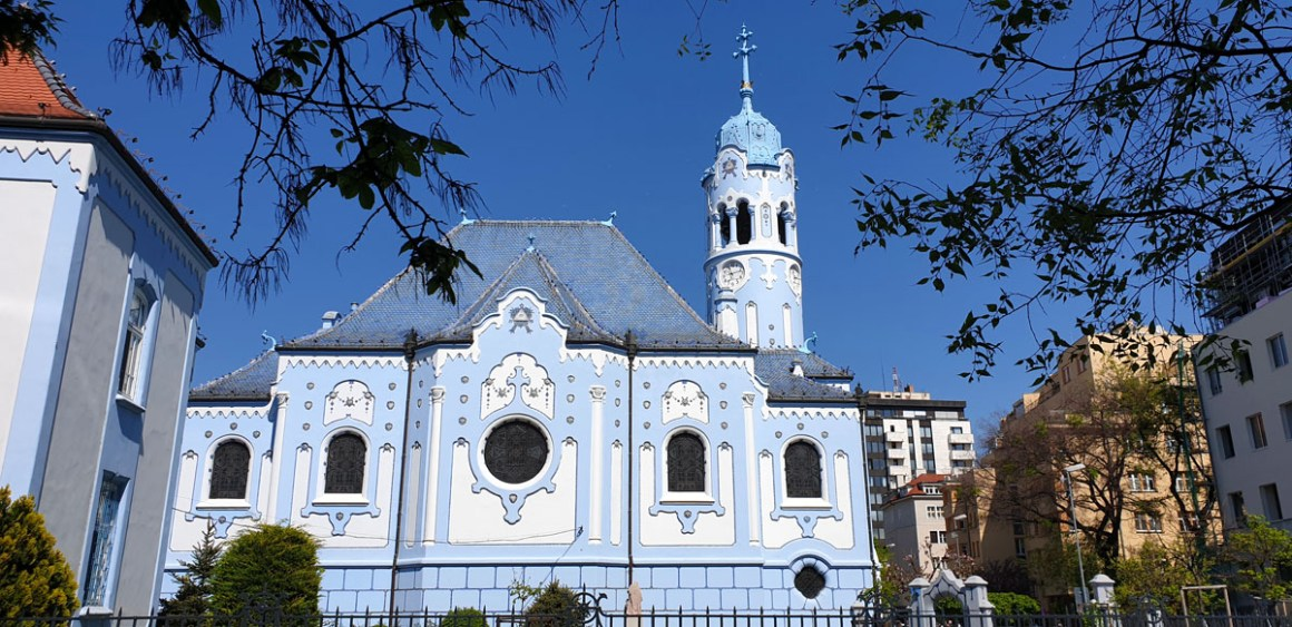 "blue-church-what-must-man-in-bratislava-seen-have-nicolos-travel-blog ""width ="" 1200 ""height ="" 583 ""data-wp-pid ="" 10359 ""srcset ="" https: // www. nicolos-reiseblog.de/wp-content/uploads/2019/05/blaue-kirche-was-muss-man-in-bratislava-gesehen-haben-nicolos-reiseblog.jpg 1200w, https: //www.nicolos-reiseblog .com / wp-content / uploads / 2019/05 / blue-church-what-must-have-seen-in-bratislava-nicolos-travel-blog-300x146.jpg 300w, https: //www.nicolos-reiseblog. DE / wp-content / uploads / 2019/05 / blue-church-what-must-have-seen-in-bratislava-nicolos-reiseblog-1024x497.jpg 1024w, https://www.nicolos-reiseblog.de /wp-content/uploads/2019/05/blaue-kirche-was-muss-man-in-bratislava-gesehen-haben-nicolos-reiseblog-50x24.jpg 50w, https://www.nicolos-reiseblog.de/ wp-content / uploads / 2019/05 / blue-church-what-must-have-man-in-bratislava-seen-nicolos-travel-blog-800x389.jpg 800w ""sizes ="" (max-width: 1200px) 100vw, 1200px ""/></p data-recalc-dims="