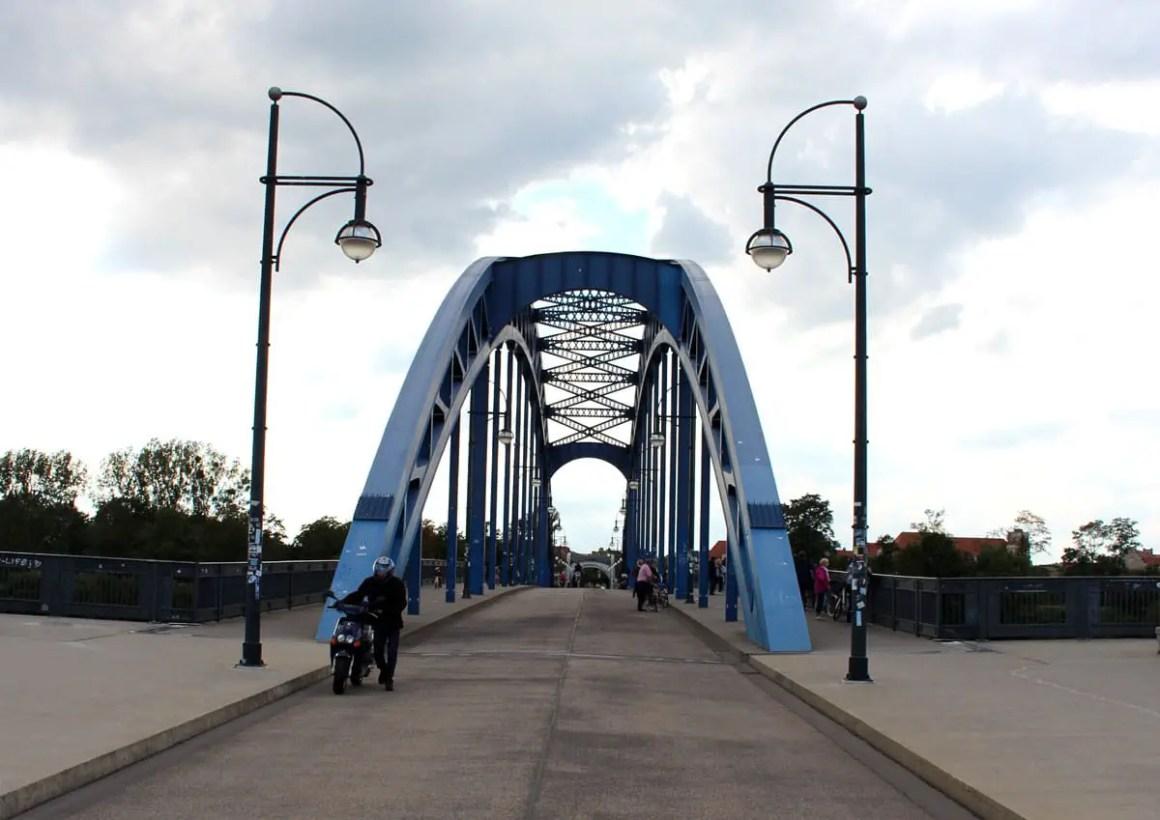 "Sternbruecke-Magdeburg"" width=""1200"" height=""849"" data-wp-pid=""10908"" srcset=""https://i0.wp.com/www.nicolos-reiseblog.de/wp-content/uploads/2019/07/Sternbruecke-Magdeburg.jpg?w=1160&ssl=1 1200w, https://www.nicolos-reiseblog.de/wp-content/uploads/2019/07/Sternbruecke-Magdeburg-300x212.jpg 300w, https://www.nicolos-reiseblog.de/wp-content/uploads/2019/07/Sternbruecke-Magdeburg-1024x724.jpg 1024w, https://www.nicolos-reiseblog.de/wp-content/uploads/2019/07/Sternbruecke-Magdeburg-50x35.jpg 50w, https://www.nicolos-reiseblog.de/wp-content/uploads/2019/07/Sternbruecke-Magdeburg-800x566.jpg 800w"" sizes=""(max-width: 1200px) 100vw, 1200px""/></p data-recalc-dims="
