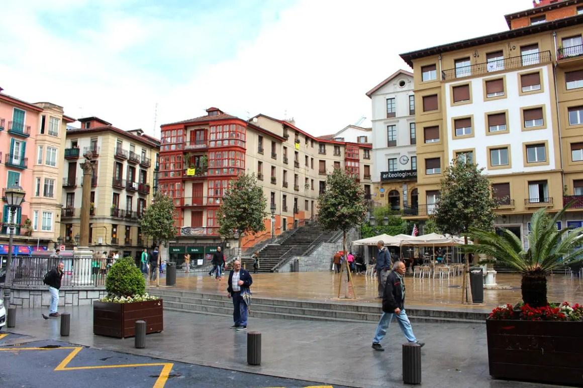 """Wat-je-moet-zien-Bilbao-oude-stad-Casco-Viejo """"width ="""" 1200 """"height ="""" 800 """"data-wp-pid ="""" 11106 """"srcset ="""" https://www.nicolos-reiseblog.de/ wp-content / uploads / 2019/08 / What-must-see-Bilbao-altstadt-Casco-Viejo.jpg 1200w, https://www.nicolos-reiseblog.de/wp-content/uploads/2019/08 / What- must-see-Bilbao-altstadt-Casco-Viejo-300x200.jpg 300w, https://www.nicolos-reiseblog.de/wp-content/uploads/2019/08/Was-muss-man- see-Bilbao-old-town-Casco-Viejo-1024x683.jpg 1024w, https://www.nicolos-reiseblog.de/wp-content/uploads/2019/08/Was-muss-man-sehen-Bilbao-altstadt-Casco -Viejo-50x33.jpg 50w, https://www.nicolos-reiseblog.de/wp-content/uploads/2019/08/Was-muss-man-sehen-Bilbao-altstadt-Casco-Viejo-800x533.jpg 800w """"sizes ="""" (max-breedte: 1200px) 100vw, 1200px """"/></p data-recalc-dims="""