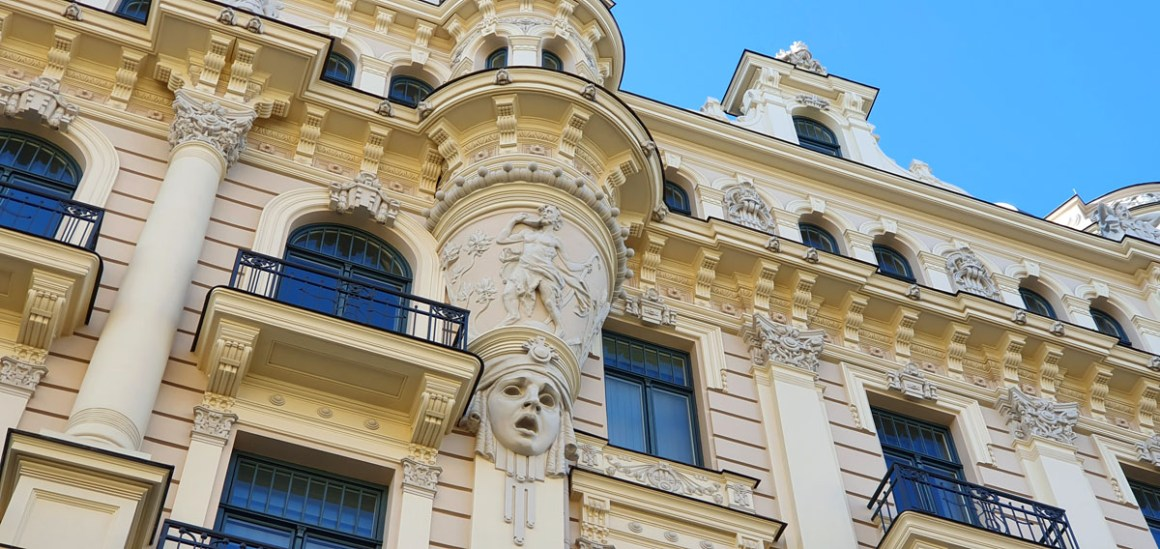 """what-to-see-in-riga-art-nouveau-architectuur-klusais-centrs-facade-beige"" width = ""1200"" height = ""568"" data-wp-pid = ""11401"" srcset = ""https: //www.nicolos-travelingblog. nl / wp-content / uploads / 2019/10 / what-to-see-in-riga-Jugendstil-architecture-Klusais-centrs-façade-beige.jpg 1200w, https://www.nicolos-reiseblog.de/wp-content/uploads /2019/10/was-sehen-in-riga-Jugendstilarchitektur-Klusais-centrs-fassade-beige-300x142.jpg 300w, https://www.nicolos-reiseblog.de/wp-content/uploads/2019/10/ wat-te-zien-in-riga-Jugendstil-architectuur-Klusais-centrs-gevel-beige-1024x485.jpg 1024w, https://www.nicolos-reiseblog.de/wp-content/uploads/2019/10/was-sehen-in -riga-Jugendstil-architectuur-Klusais-centrs-gevel-beige-50x24.jpg 50w, https://www.nicolos-reiseblog.de/wp-content/uploads/2019/10/what-see-in-riga-Jugendstilar-architektur- Klusais-centrs-façade-beige-800x379.jpg 800w ""data-lazy-sizes ="" (max-breedte: 1200px) 100vw, 1200px ""src ="" https://www.nicolos-reiseblog.de/wp-content/ uploads / 2019/10 / what-see-in-riga-Jugendstilarch itecture-Klusais-centrs-facade-beige.jpg ""/></p> <p><noscript><img class="