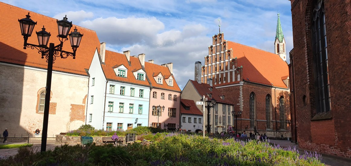 "what-to-see-in-riga-oldtown ""width ="" 1200 ""height ="" 568 ""data-wp-pid ="" 11425 ""srcset ="" https://www.nicolos-reiseblog.de/wp-content/uploads/ 2019/10 / what-seeing-in-riga-altstadt.jpg 1200w, https://www.nicolos-reiseblog.de/wp-content/uploads/2019/10/was-sehen-in-riga-altstadt-300x142 .jpg 300w, https://www.nicolos-reiseblog.de/wp-content/uploads/2019/10/was-sehen-in-riga-altstadt-1024x485.jpg 1024w, https: //www.nicolos-reiseblog .com / wp-content / uploads / 2019/10 / what-seeing-in-riga-old-city-50x24.jpg 50w, https://www.nicolos-reiseblog.de/wp-content/uploads/2019/10/ what-see-in-riga-old-town-800x379.jpg 800w ""data-lazy-sizes ="" (max-breedte: 1200px) 100vw, 1200px ""src ="" https://www.nicolos-reiseblog.de/wp- content / uploads / 2019/10 / what-see-in-riga-altstadt.jpg ""/></p> <p><noscript><img class="