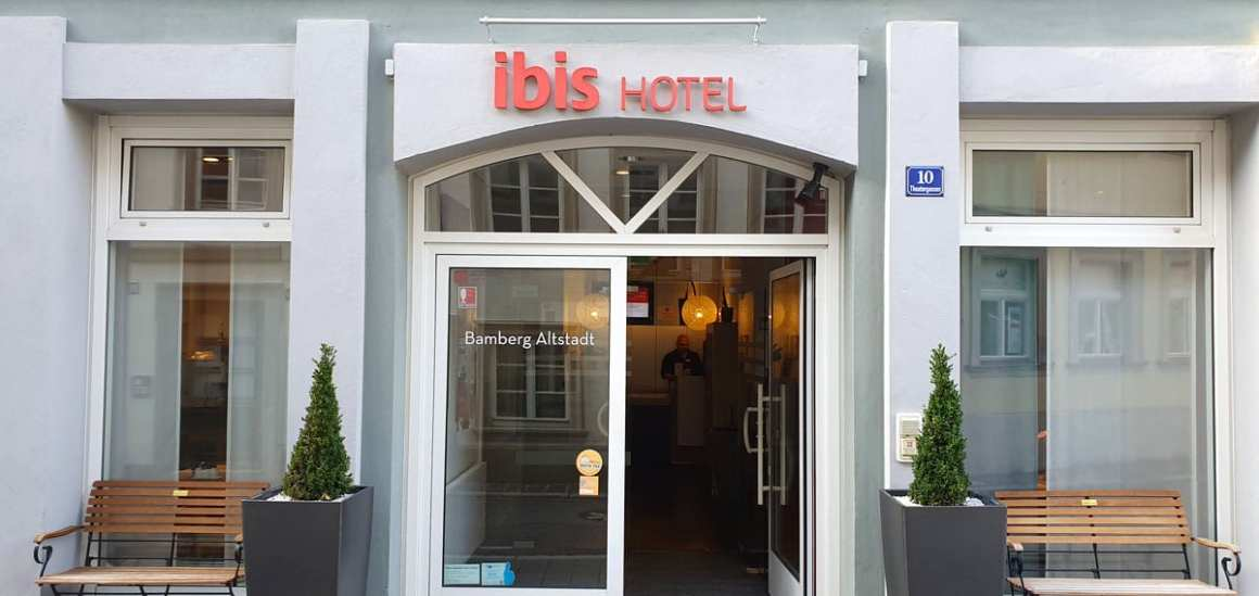 """Hotel-Bamberg-ibis-Altstadt-outside """"width ="""" 1200 """"height ="""" 568 """"data-wp-pid ="""" 11498 """"srcset ="""" https://www.nicolos-reiseblog.de/wp-content/uploads/ 2019/11 / Hotel-Bamberg-ibis-Altstadt-exsen.jpg 1200w, https://www.nicolos-reiseblog.de/wp-content/uploads/2019/11/Hotel-Bamberg-ibis-Altstadt-aussen-300x142 .jpg 300w, https://www.nicolos-reiseblog.de/wp-content/uploads/2019/11/Hotel-Bamberg-ibis-Altstadt-aussen-1024x485.jpg 1024w, https: //www.nicolos-reiseblog .com / wp-content / uploads / 2019/11 / Hotel-Bamberg-ibis-Altstadt-outside-50x24.jpg 50w, https://www.nicolos-reiseblog.de/wp-content/uploads/2019/11/ Hotel-Bamberg-ibis-Altstadt-outside-800x379.jpg 800w """"sizes ="""" (max. Breedte: 1200px) 100vw, 1200px """"/></p data-recalc-dims="""