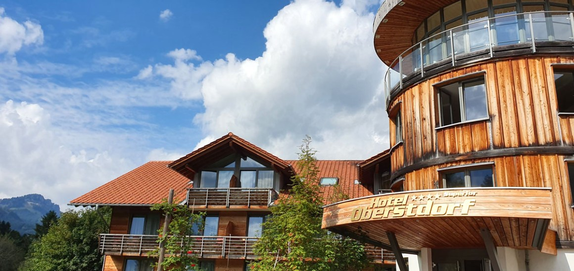 """Hotel-Oberstorf """"width ="""" 1200 """"height ="""" 568 """"srcset ="""" https://www.nicolos-reiseblog.de/wp-content/uploads/2020/01/Hotel-Oberstorf.jpg 1200w, https: // www.nicolos-reiseblog.de/wp-content/uploads/2020/01/Hotel-Oberstorf-300x142.jpg 300w, https://www.nicolos-reiseblog.de/wp-content/uploads/2020/01/Hotel -Oberstorf-1024x485.jpg 1024w """"data-lazy-sizes ="""" (max-width: 1200px) 100vw, 1200px """"src ="""" https://www.nicolos-reiseblog.de/wp-content/uploads/2020/01 /Hotel-Oberstorf.jpg """"/></p> <p><noscript><img class="""