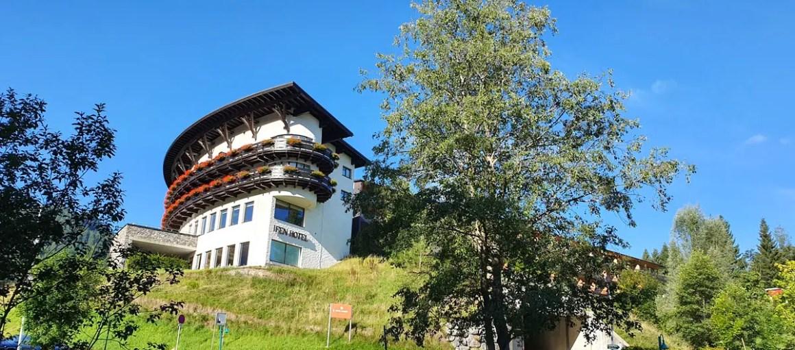 "Travel-Charme-Ifen-Hotel-Kleinwalsertal-Lage ""width ="" 1200 ""height ="" 529 ""srcset ="" https://www.nicolos-reiseblog.de/wp-content/uploads/2020/01/Travel-Charme -Ifen-Hotel-Kleinwalsertal-Lage.jpg 1200w, https://www.nicolos-reiseblog.de/wp-content/uploads/2020/01/Travel-Charme-Ifen-Hotel-Kleinwalsertal-Lage-300x132.jpg 300w , https://www.nicolos-reiseblog.de/wp-content/uploads/2020/01/Travel-Charme-Ifen-Hotel-Kleinwalsertal-Lage-1024x451.jpg 1024w ""data-lazy-sizes ="" (max- breedte: 1200px) 100vw, 1200px ""src ="" https://www.nicolos-reiseblog.de/wp-content/uploads/2020/01/Travel-Charme-Ifen-Hotel-Kleinwalsertal-Lage.jpg ""/></p> <p><noscript><img class="