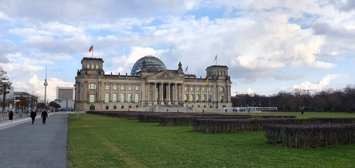 "one-day-in-berlin-reichstag ""width ="" 1200 ""height ="" 568 ""srcset ="" https://www.nicolos-reiseblog.de/wp-content/uploads/2020/05/ein-tag-in -berlin-reichstag.jpg 1200w, https://www.nicolos-reiseblog.de/wp-content/uploads/2020/05/ein-tag-in-berlin-reichstag-300x142.jpg 300w, https: // www .nicolos-reiseblog.de / wp-content / uploads / 2020/05 / one-day-in-berlin-reichstag-1024x485.jpg 1024w ""data-lazy-size ="" (max-width: 1200px) 100vw, 1200px "" src = ""https://www.nicolos-reiseblog.de/wp-content/uploads/2020/05/ein-tag-in-berlin-reichstag.jpg"" /></p> <p><noscript><img class="