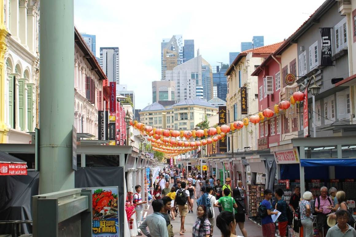 """one-day-in-singapore-china-town """"width ="""" 1200 """"height ="""" 800 """"srcset ="""" https://www.nicolos-reiseblog.de/wp-content/uploads/2020/05/ein-tag -in-singapore-china-town.jpg 1200w, https://www.nicolos-reiseblog.de/wp-content/uploads/2020/05/ein-tag-in-singapur-china-town-300x200.jpg 300w , https://www.nicolos-reiseblog.de/wp-content/uploads/2020/05/ein-tag-in-singapur-china-town-1024x683.jpg 1024w """"data-lazy-size ="""" (max- width: 1200px) 100vw, 1200px """"src ="""" https://www.nicolos-reiseblog.de/wp-content/uploads/2020/05/ein-tag-in-singapur-china-town.jpg """"/></p> <p><noscript><img class="""