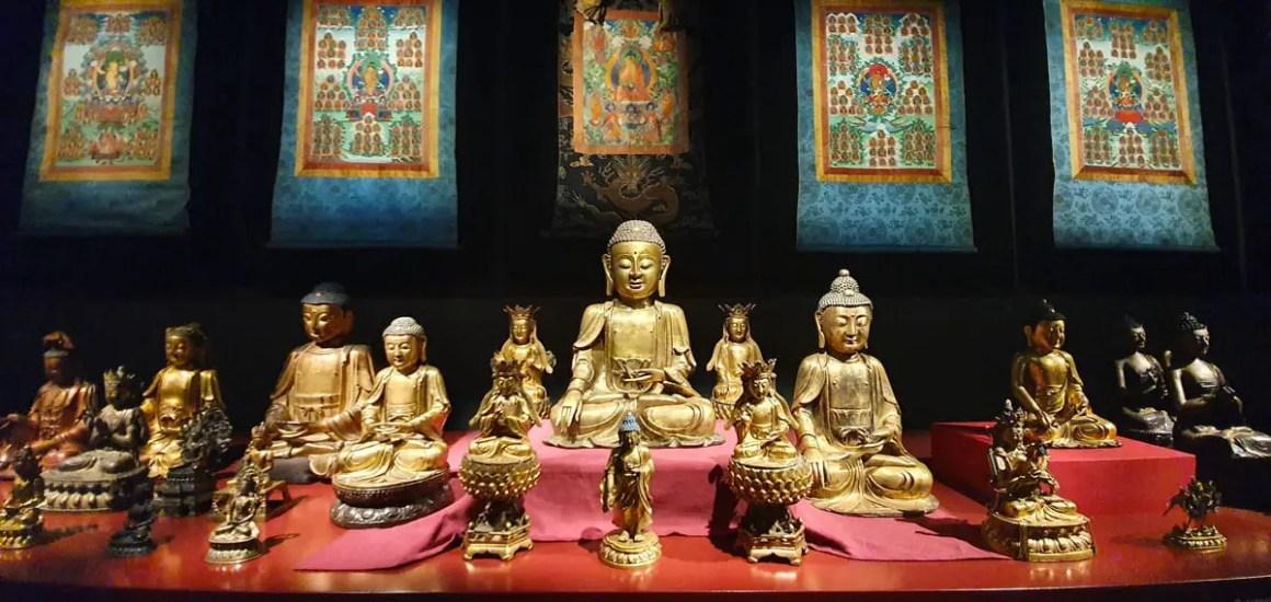 "museum-voelkerkunde-leipzig-buddhas ""width ="" 1200 ""height ="" 569 ""srcset ="" https://www.nicolos-reiseblog.de/wp-content/uploads/2020/05/museum-voelkerkunde-leipzig-buddhas .jpg 1200w, https://www.nicolos-reiseblog.de/wp-content/uploads/2020/05/museum-voelkerkunde-leipzig-buddhas-300x142.jpg 300w, https://www.nicolos-reiseblog.de /wp-content/uploads/2020/05/museum-voelkerkunde-leipzig-buddhas-1024x486.jpg 1024w ""data-lui-maten ="" (max. breedte: 1200px) 100vw, 1200px ""src ="" https: // www .nicolos-reiseblog.de / wp-content / uploads / 2020/05 / museum-voelkerkunde-leipzig-buddhas.jpg ""/></p> <p><noscript><img class="