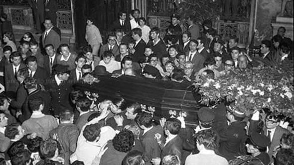 funerali-totò-sanità-archivio-carbone-7-1