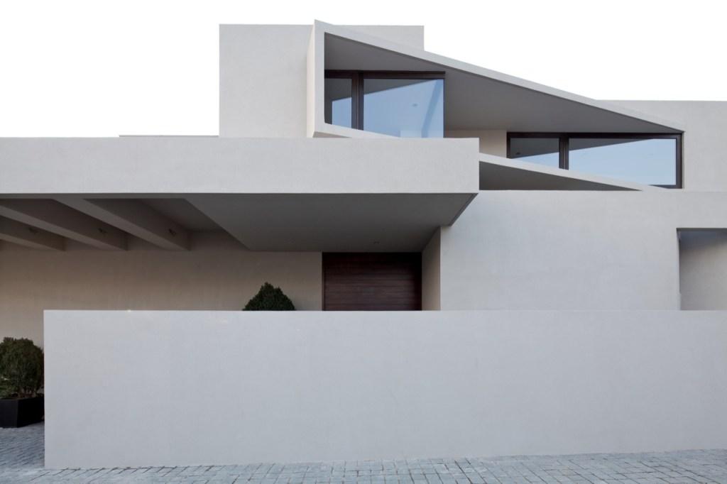 Arrigoni Lineros House by Gonzalo Mardones