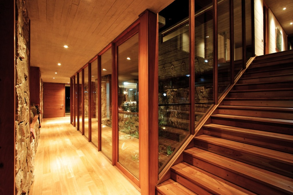 House in Graneros by Mas Fernandez Arquitectos