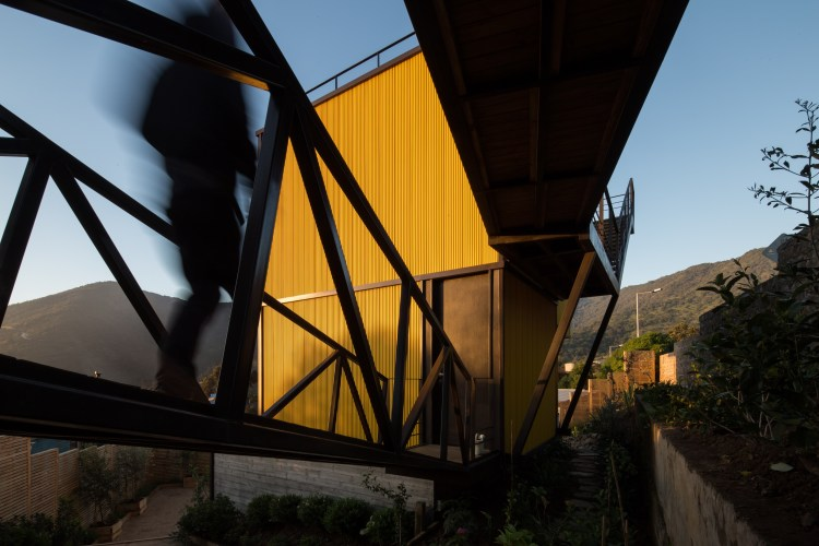 Yellow House in Zapallar, by Aguiló+Pedraza Arquitectos (9)