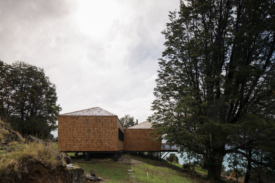 Hats House by SAA arquitectura + territorio