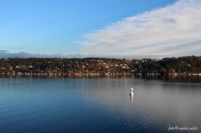 Norwegen Oslo Küste mit Boje