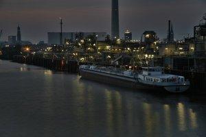 Hamburg bei Nacht - Raffinerie im Freihafen