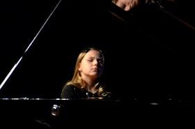 Kamila Sacharzewska, uczennica PSM I i II st. w Suwałkach w klasie fortepianu