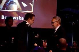 W imieniu Marleny Borowskiej nagrodę odbiera mąż.
