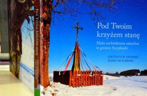 Na okładce krzyż przydrożny we wsi Jeziorki, 1912 r.