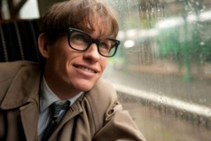 Na zdj. Eddie Redmayne w roli Stephena Hawkinga.
