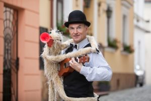 """Koncert """"Do kogo biegniesz"""" odbędzie się 1 czerwca w Suwałkach. Jedną z atrakcji z okazji Dnia Dziecka będzie występ brzuchomówcy."""