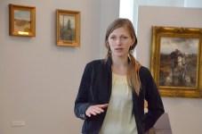 Karina Sosnowska, która przeprowadzała konserwację obrazów olejnych