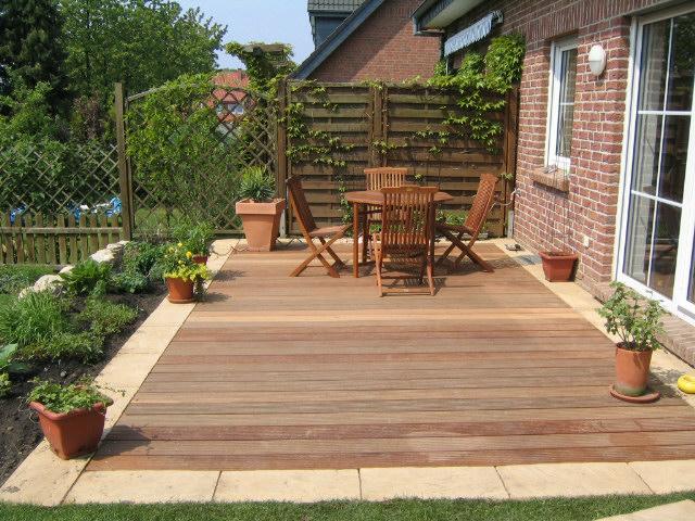 Gartengestaltung Holzterrasse   Sichtschutz