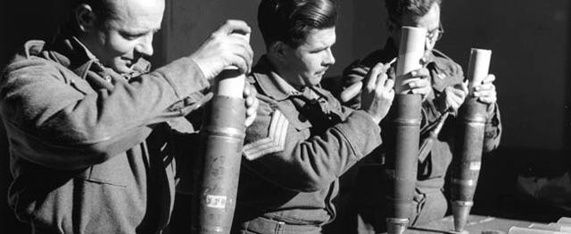 Agitacinis lapelis iš artilerijos sviedinio