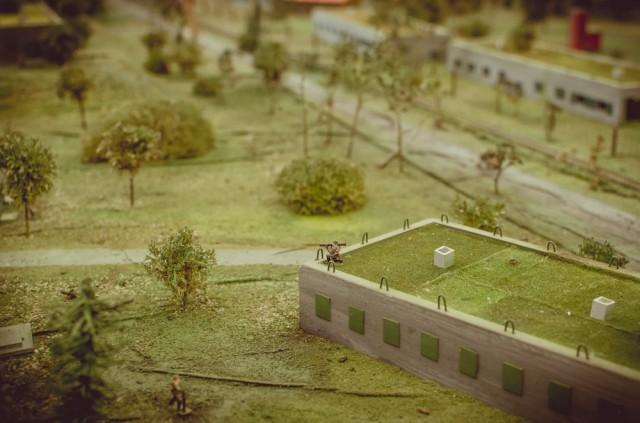 Karys ant Oro Pajėgų Atstovybės stogo