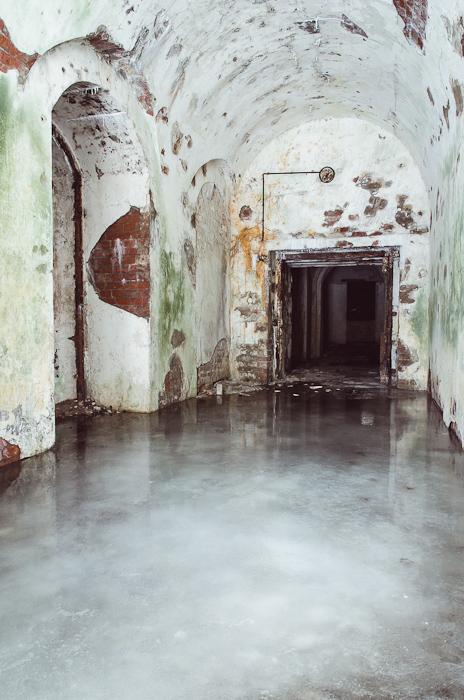 Durys į laiptinę, vedusią į tarpinį puskaponierių antrame kareivinių aukšte