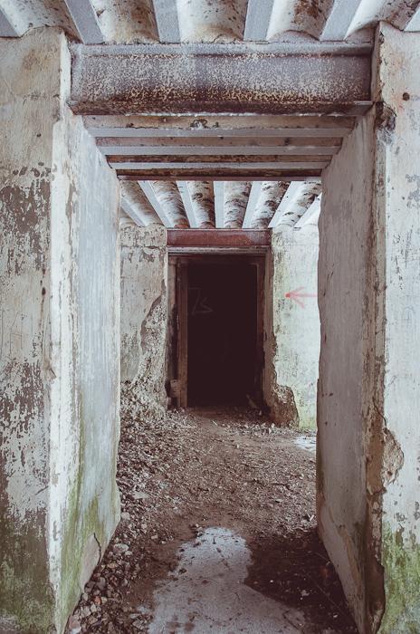 Šarvo durų likučiai veda į laiptinę