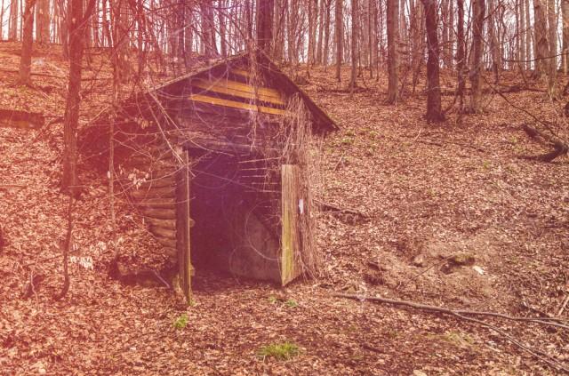 Medinė bakūžė slepia aptarnavimo tunelį