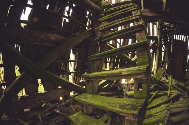 Sužaliavę laiptai į antrą aukštą