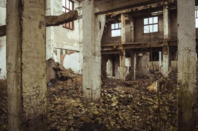 Gamybinio pastato griuvėsiai