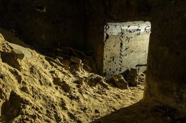 Čia tunelis jungiasi su pagrindine saugyklos erdve