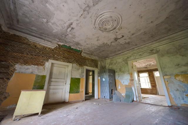 Antra patalpa rūmų centre su rozete