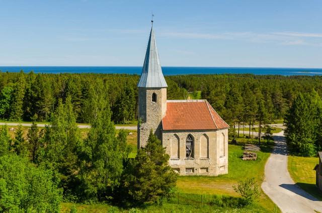 Apleista Paluküla bažnyčia