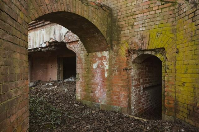 Įėjimas į ventiliacinį tunelį šiek tiek modifikuotas. Sovietmečiu dominavo statūs kampai
