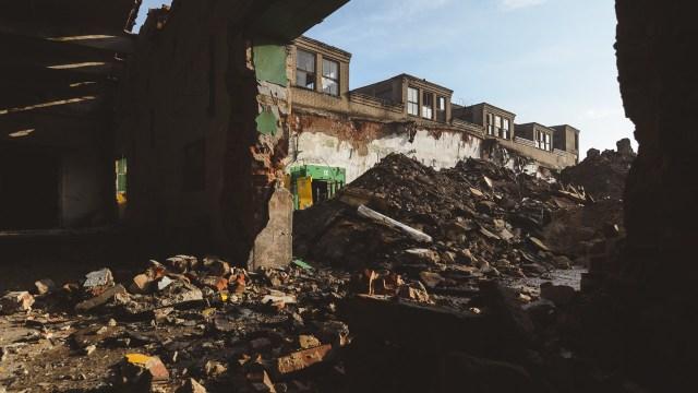 Milžiniškas cechas virsta griuvėsiais