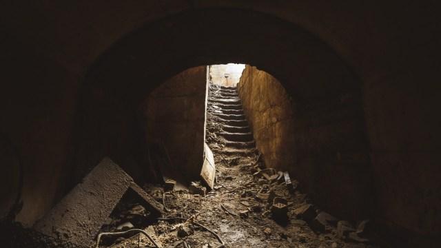 Laiptai iš tunelio į faneros cecho patalpas