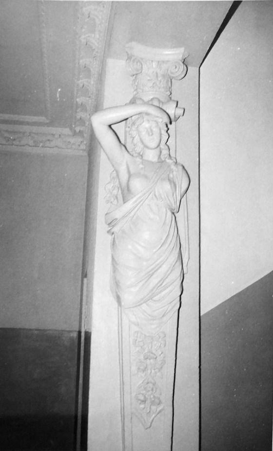 Dešinioji karjetidė I a. vestibiulyje