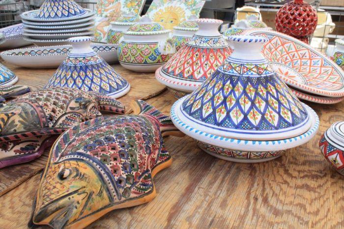Targ w Trapani, Rynek w Trapani, Ryneczek w Trapani, Targ, zakupy w Trapani, co kupic w Trapani, gdzie na zakupy w Trapani, zakupy w Trapani, gdzie kupowac w Trapani, Trapani, Sycylia, mercatino a Trapani, ceramika sycylijska, ceramika