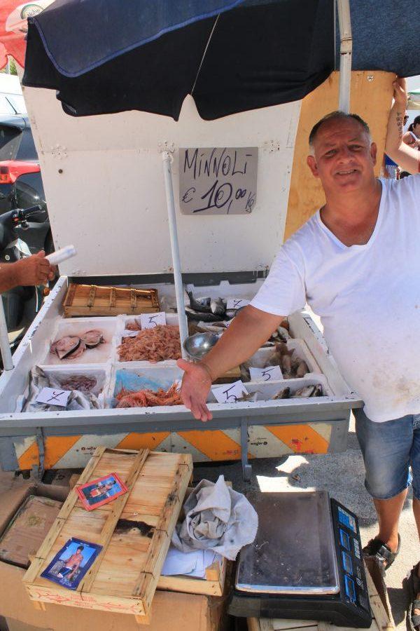 Targ w Trapani, Rynek w Trapani, Ryneczek w Trapani, Targ, zakupy w Trapani, co kupic w Trapani, gdzie na zakupy w Trapani, zakupy w Trapani, gdzie kupowac w Trapani, Trapani, Sycylia, mercatino a Trapani, sycylijskie sery, ryby, targ rybny w Trapani, targ rybny