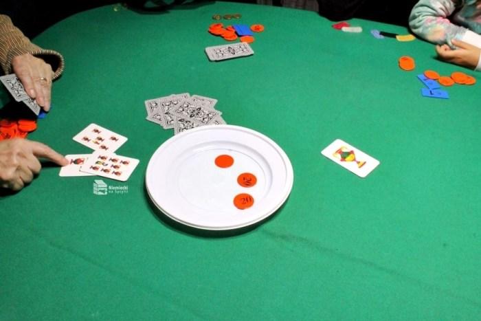 sycylijskie karty do gry, sycylijskie karty, karty na sycylii, gra w karty, gra w karty na sycylii, sycylia i karty, gra w karty we włoszech, gra w karty w italii, gry w karty włochy, gry w karty sycylia, sycylijskie gry w karty, czas wolny na sycylii, wycieczka sycylia, wycieczka na sycylię, rozrywka sycylia, rozrywka włochy, rozrywka italia, gry italia, gry włochy, gry sycylia, rozrywka na sycylii, bestia, 31, l'asso che corre, carte siciliane, historia kart, masenghini, gwiazdka na sycylii, święta na sycylii, boże narodzenie na sycylii, zwyczaje gwiazdkowe sycylia, zwyczaje gwiazdkowe na sycylii, zwyczaje świąteczne na sycylii, boże narodzenie na sycylii, boże narodzenie sycylia, boże narodzenie w południowych włoszech, boże narodzenie południowe włochy, boże narodzenie italia, święta italia, święta włochy, adwent sycylia, sycylijskie gry