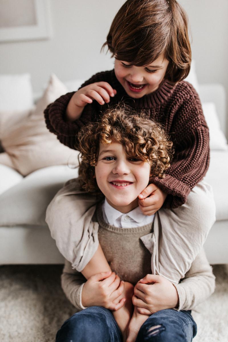 Spontane family shoot door Nienke van Denderen Fotografie-40
