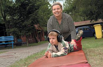 Na zdjęciu: Igorek z mamą
