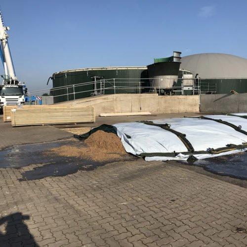 Wir bekommen eine neue Holzdecke auf dem Fermenter. Fermentersanierung August 2019, Nierswalder Biogasanlage.