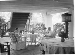 Interieur huis te Tandjong Morawa op Sumatra rond 1928 (4).
