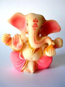 """Rose """"Ganesha""""-beeldje, copyright Asif Akbar"""