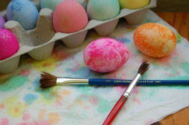 Eieren schilderen, copyright foto: Geri-Jean Blanchard
