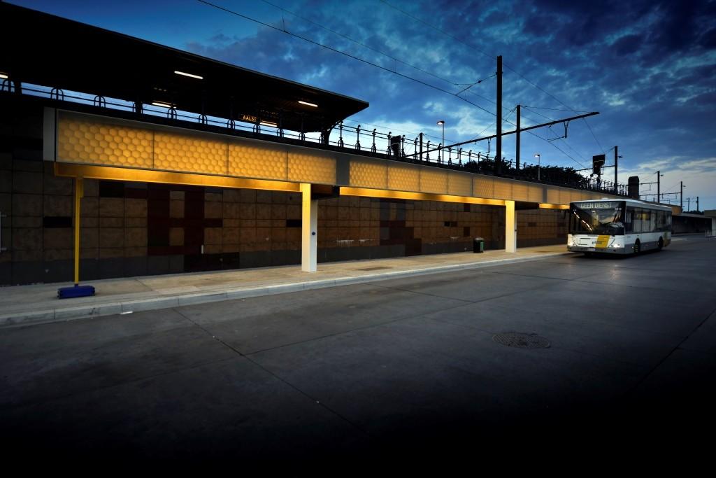 Kunststof composiet stationskappen